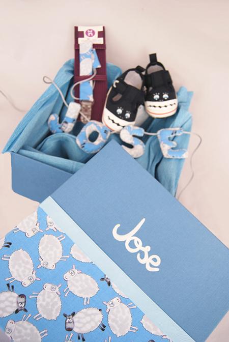 Caja personalizada para regalo de nacimiento