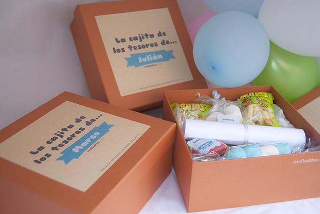 Los regalos del bautizo de adri n miel de azahar imanes for Cajas personalizadas con fotos