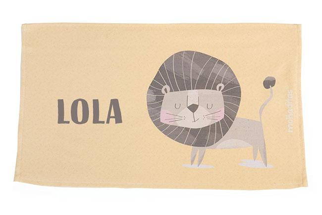 toalla-guarderia-personalizada-leon-amarillo-nombre
